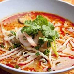 商店最受欢迎的午餐Tom Yum Noodle◎
