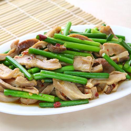 台湾風ニンニクの芽と豚モツ炒め