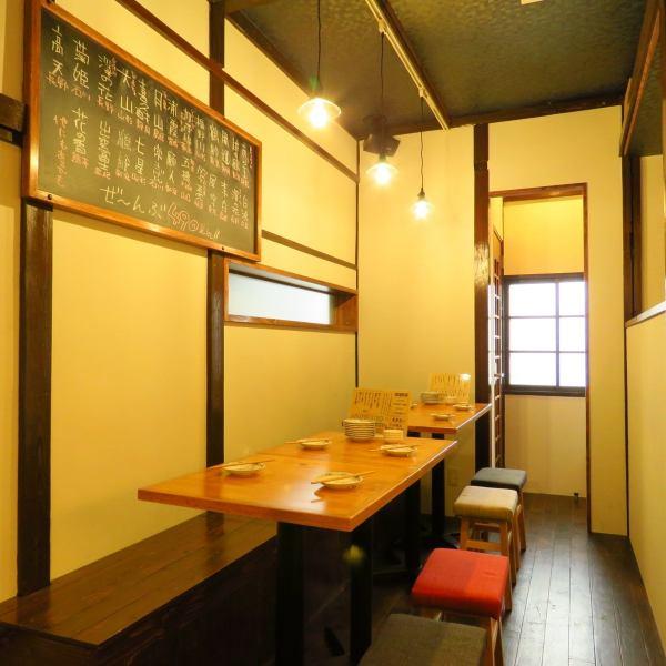 当店はアットホームで落ち着きのある店内となっております。団体様でのご利用も大歓迎ですので、お席についてご質問がありましたら店舗までお問合せください。お食事に合う日本酒もご用意できますので、迷った方はお気軽にお尋ねください。