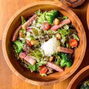 Caesar salad with thickly sliced ​​bacon and semisolid egg