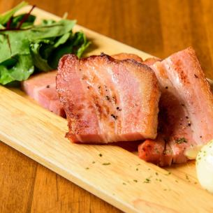 Thickly sliced ​​bacon saute