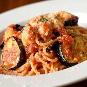 番茄酱和茄子炸马苏里拉