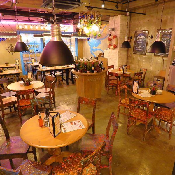 テーブル席が並ぶ店内はお洒落な雑貨等がちりばめられ、雰囲気抜群◎女子会や宴会にも人数に応じてテーブルの組み合わせ可能です★
