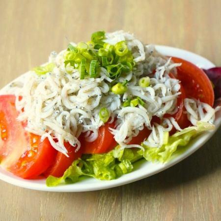 シラスとトマトのサラダ