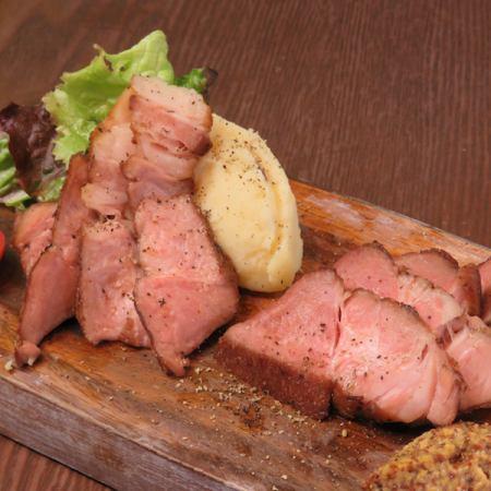 豚肩肉の厚切りステーキ