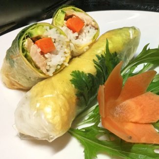 Parent / child spring roll / salmon and avocado raw spring roll / seafood raw spring roll
