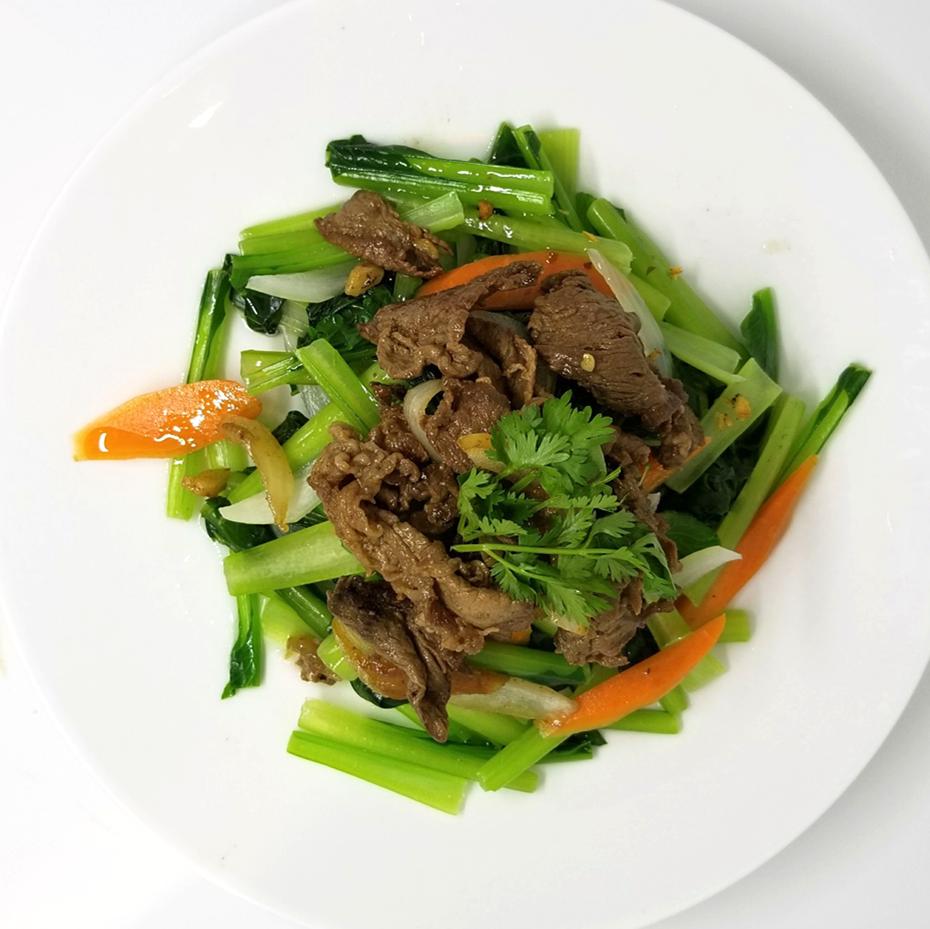 蓝色蔬菜炒牛肉