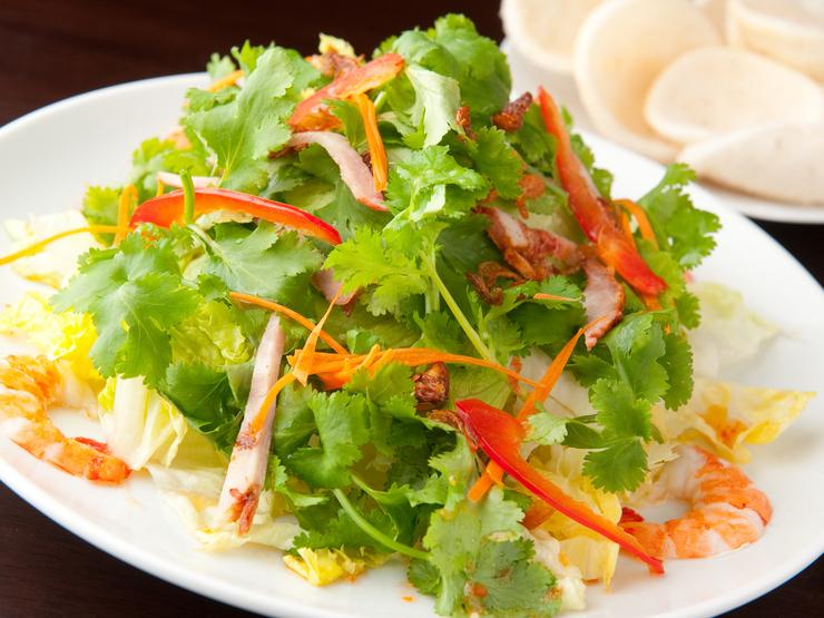 虾和猪肉沙拉用沙拉