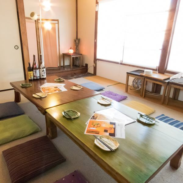 Up to 12 individual rooms on the second floor.Opening a large open windows and doing a drink while enjoying the night wind How about a fashionable space where you can feel a nostalgic atmosphere somewhere ♪