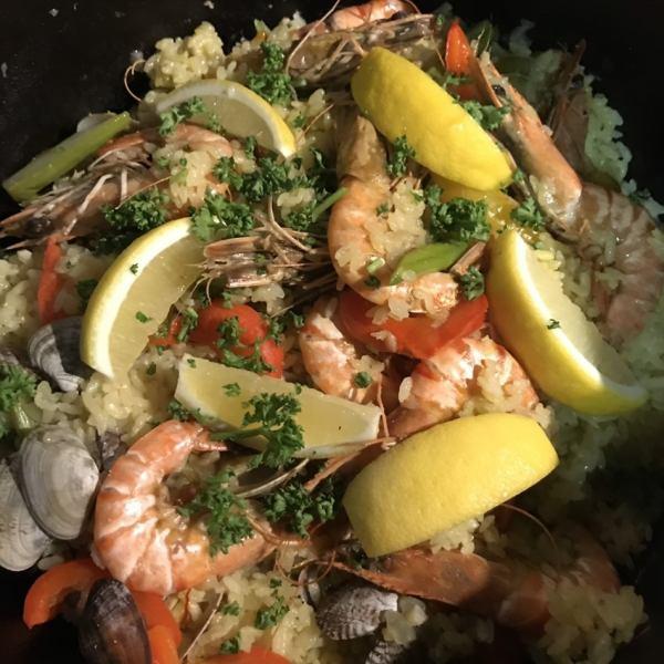 豪華★用荷蘭烤箱煮熟的西班牙海鮮飯♪毫無疑問,打開蓋子時每個人都會微笑!