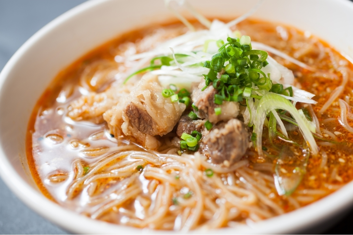 Choi Oi's dry hot noodles (medium and large)