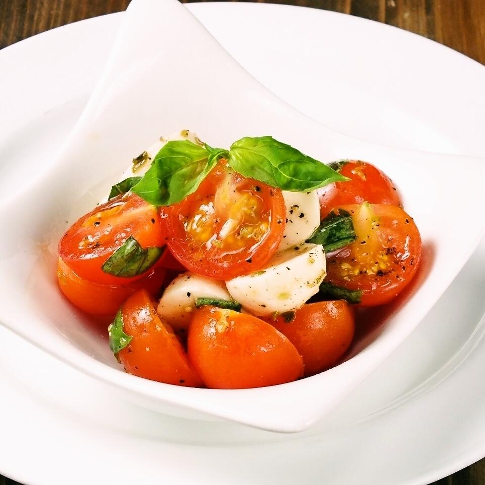 Capelzee用蕃茄和无盐干酪乳酪和蓬蒿