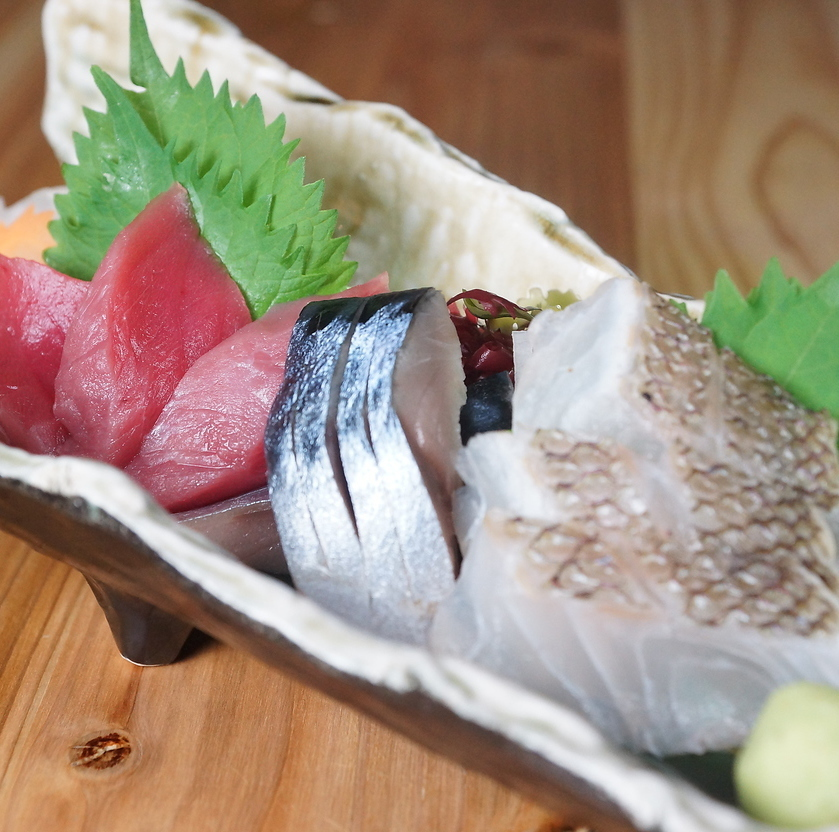 Three kinds of raw fish sashimi