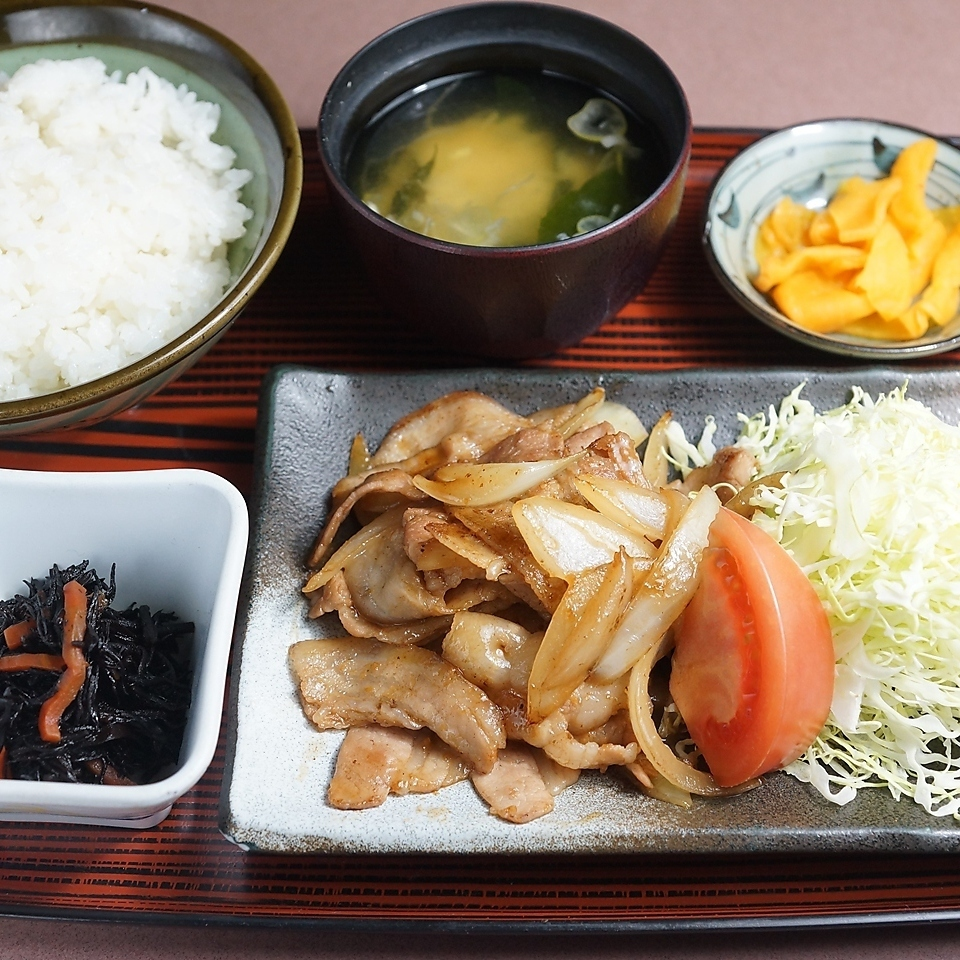 猪肉姜被烘烤的集合膳食