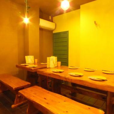 座椅是自然味道的内部,利用木材的味道。因为没有不必要的装饰,☆简单而时尚☆座位可以作为六人座位。