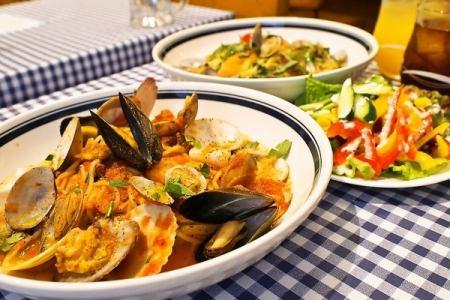 本日の魚介たっぷりペスカトーレ(トマトパスタ