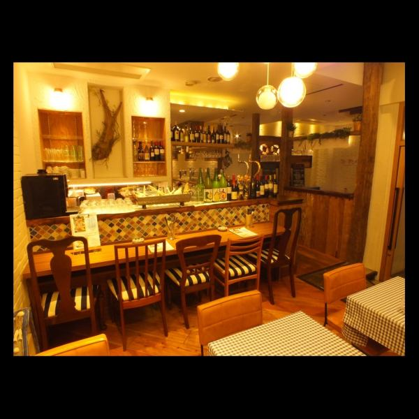 The clean shop, counter and table seating, both are available.Among the warm lighting, the also good to spend a calm moment, also the rise with friends good, available in a variety of scenes.There is energy, store that greet the staff of the warm atmosphere, you can comfortably dine ♪