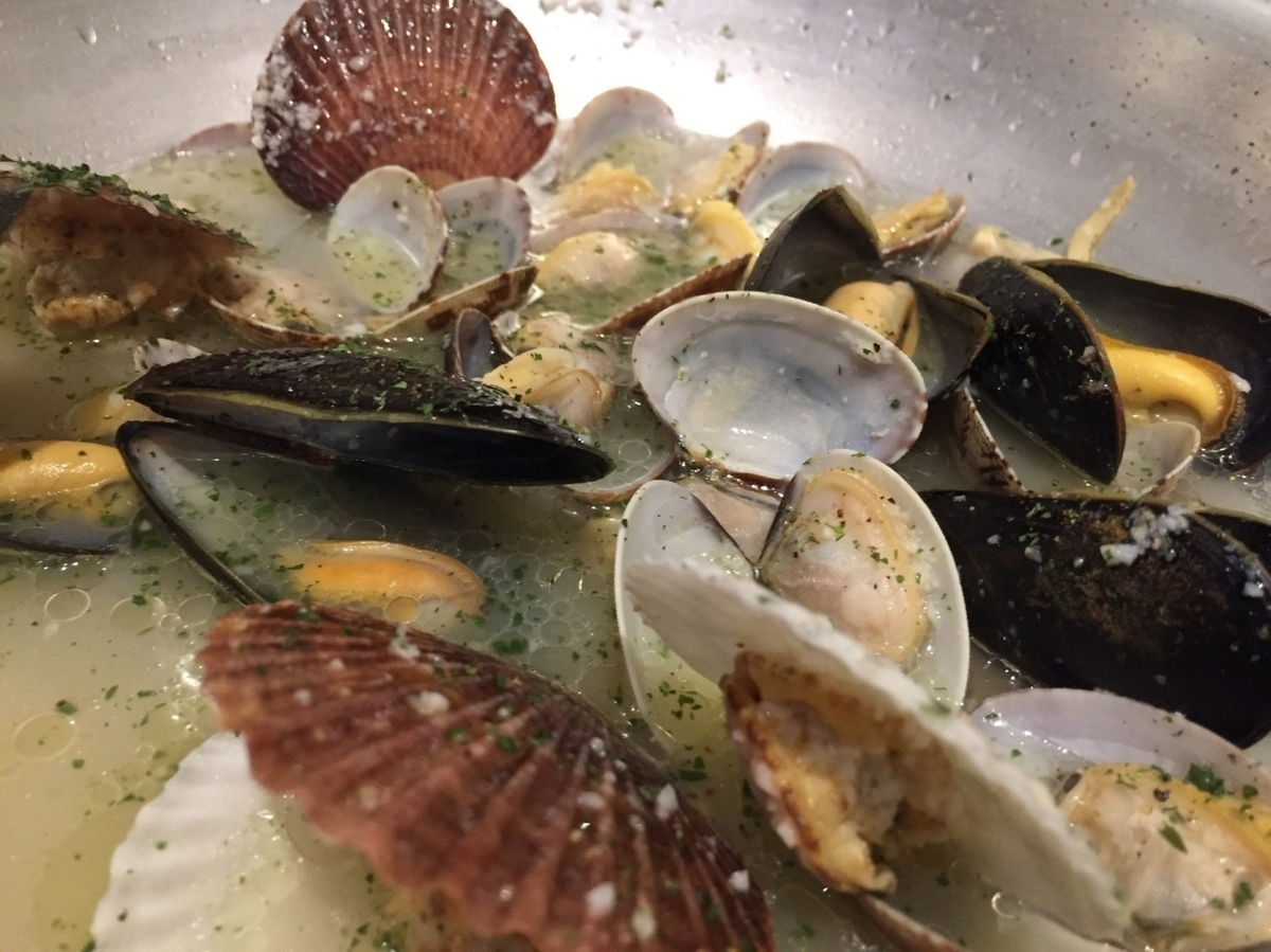 Steamed three kinds of shellfish white wine