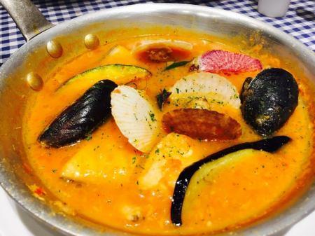 人気!漁師風ブイヤベース(残ったスープでチーズリゾット プラス400円)