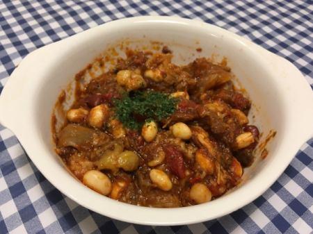 牛肉とお豆のトマト煮込み