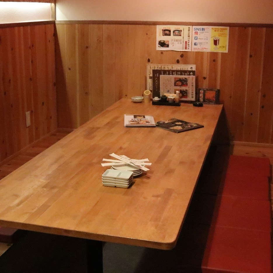 We prepare digging seats for up to 8 people.You can use it as a semi-private room with downsizing.
