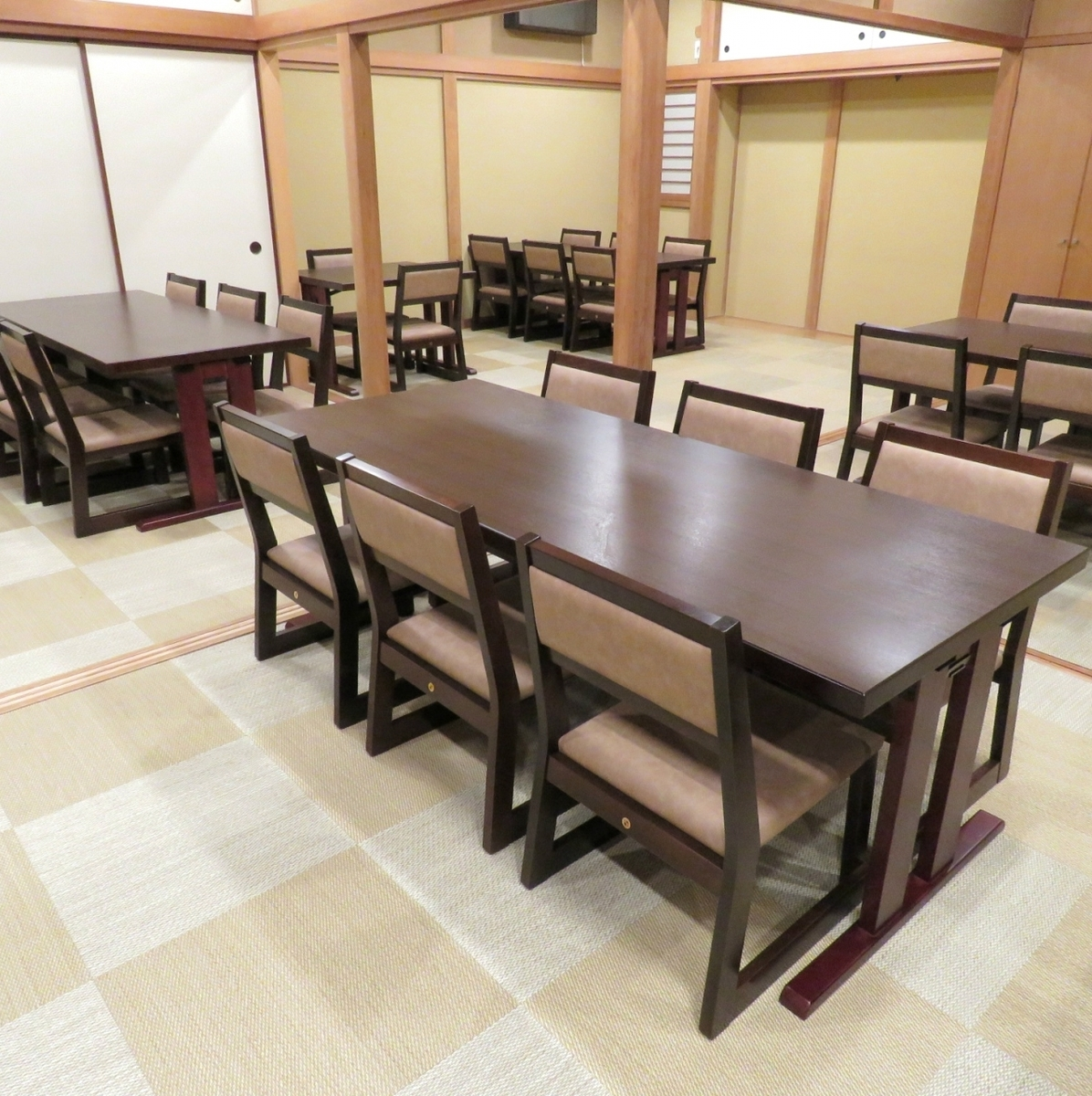 It is a table seat for up to 6 people.There are also other 2 people, a table of 4 people.Enjoy delicious meat with the atmosphere at our Nakameguro residential area.