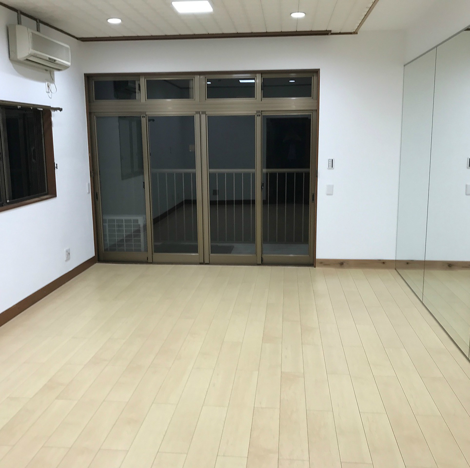 I have space that I can do exercise, yoga, acting workshops.How about after a yoga or stretch with delicious shabu-shabu? Hours available for lending are also available for rental.Please consult about the room usage fee separately.In addition, please feel free to come and visit us at any time.