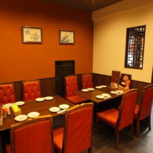 8名様までのテーブル席もご用意しております!少人数様も大歓迎!落ち着きのあるモダンな空間でボリューミーで美味しい本格中華をお楽しみいただけます!ご家族でのお食事や各種宴会など様々なシーンでご利用ください♪