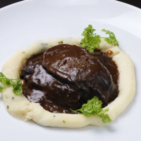 Stewed beef tongue with red wine