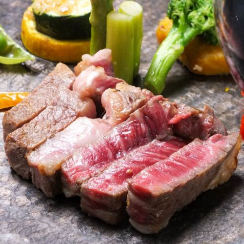 Selected Wagyu beef steak & fresh sashimi prime etc. · Japanese and Western cuisine 7 dishes 2 hours with unlimited drinks course 6000 yen