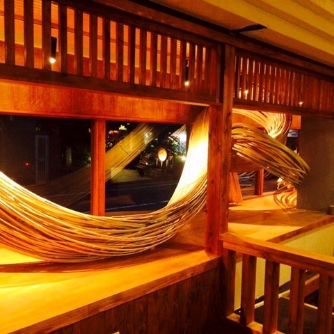 It will be a seat to feel close to the skill and thought of Hakata's bamboo craftsmen.