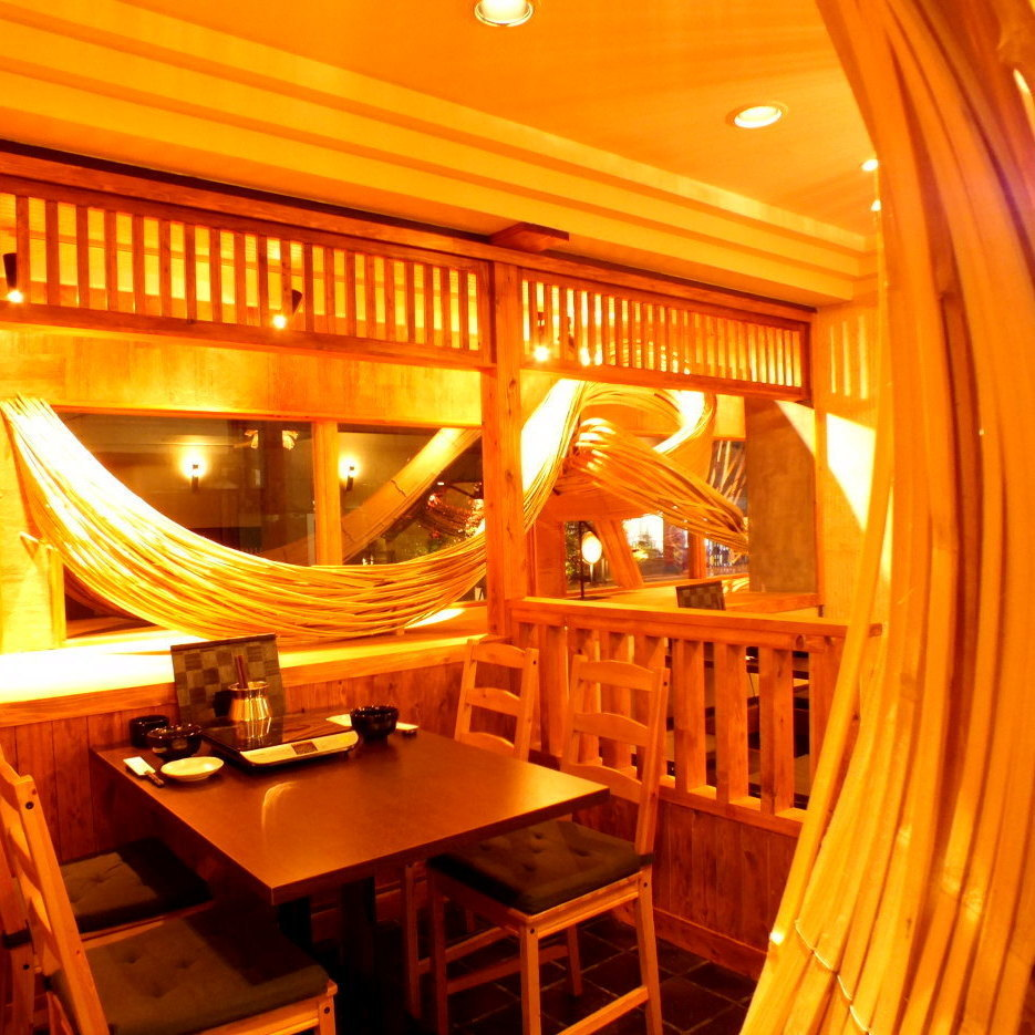 It will be a seat to feel close to the skill and thought of Hakata's bamboo craftsmen