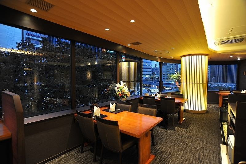 【Luxurious space that can overlook the night view of Ginza】 Couple seats that you can enjoy while watching the night view are recommended from dates to birthdays and anniversaries, you can have a wonderful time. Private rooms can also see the night view from Ginza and Sekiyabashi, from 2 people up to 20 people.