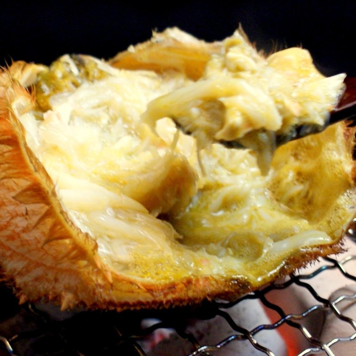 客人可以享用螃蟹的精心挑选具有丰富的蟹酱和优雅的甜头