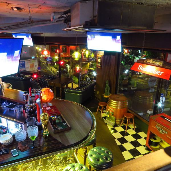 The interior is an Old American tasteful BAR.Counter seats can also be visited by one person! In addition we can enjoy darts and sports games, so we can enjoy it all together ★