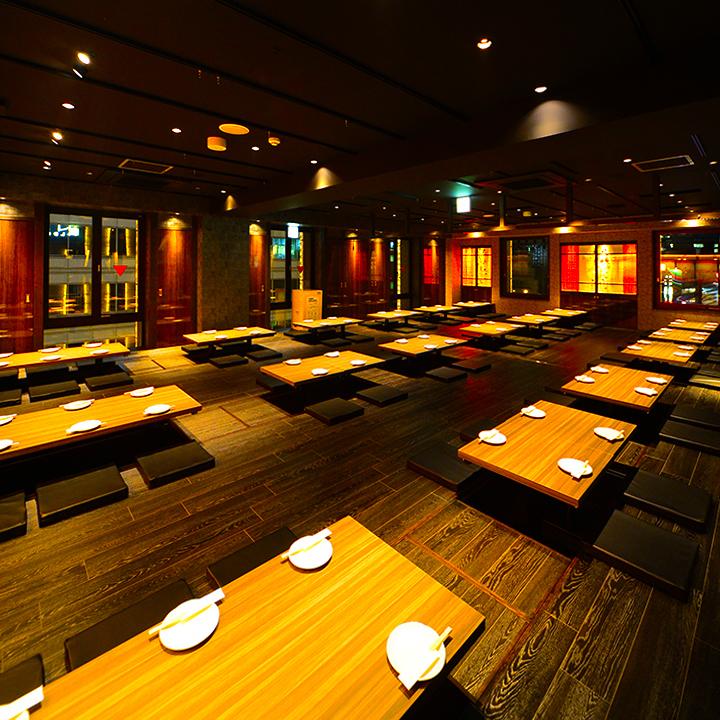 宴会厅预订超过50人面议可达140人。午餐和深夜派对等时间以外的预订请联系我们。