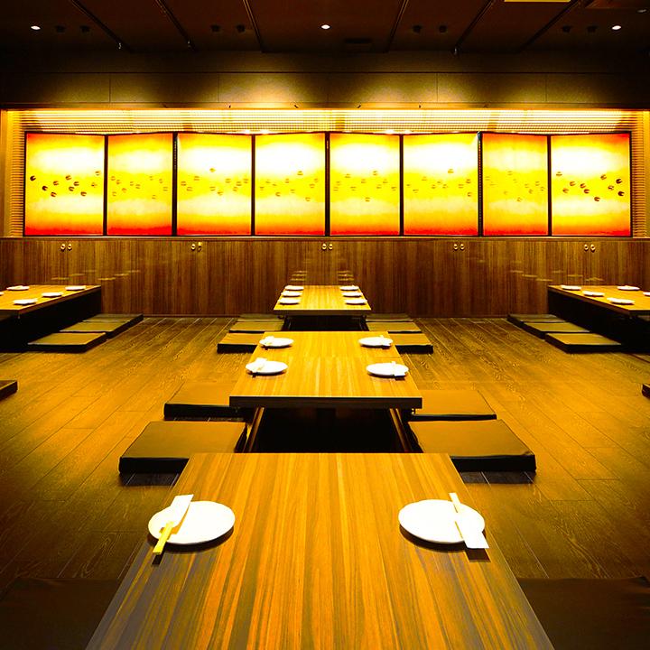 午餐和深夜派对等时间以外的预订请联系我们。一个可以引导70-104人的大型宴会厅正在挖掘,它是一个可移动的桌子,所以可以做到最好的座位★也可以调整声音,空调,照明等!