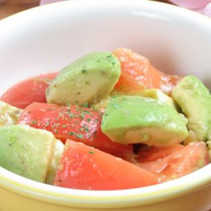 Abotomacresil (basil sauce of avocado and tomato)