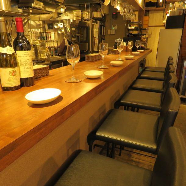 吧台座席可容納多達6人!連你一個人,即使是在約會,也在宴會◎