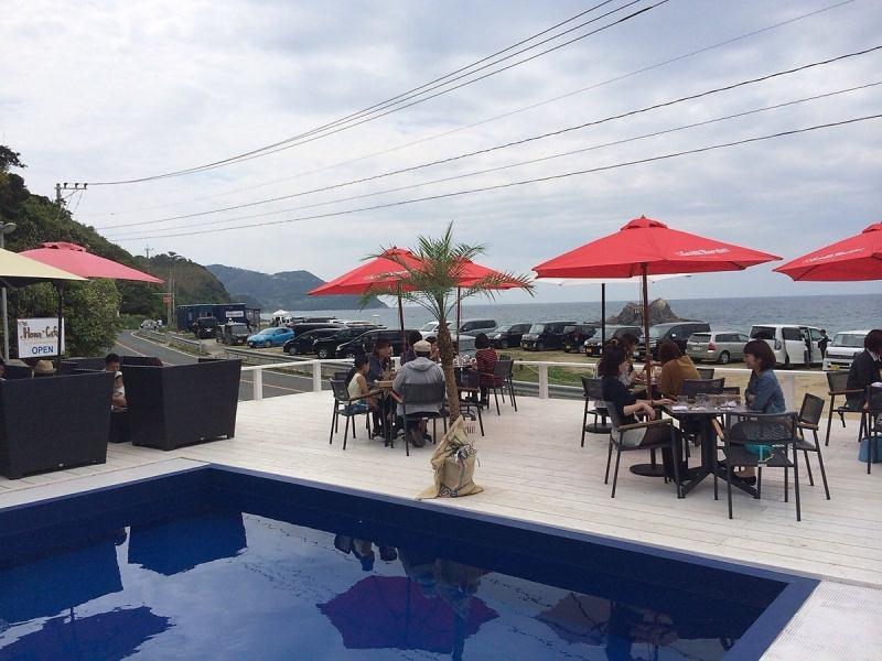 【HonaCafe糸島店】南国気分で楽しめる!プール付のテラス席はリゾート感満載★