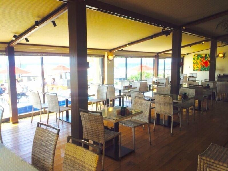 【HonaCafe糸島店】ガラスばりのフロア&テラス席など糸島ならではの魅力満載♪もちろん景色はオーシャンビュー♪