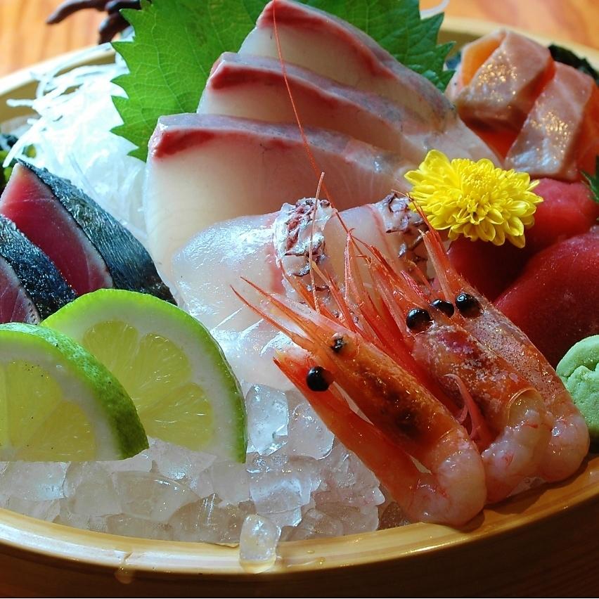 毎朝仕入れる旬の新鮮魚貝
