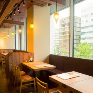 您可以一邊欣賞Uchiyukicho的平靜夜景一邊用餐!這裡可容納16人。