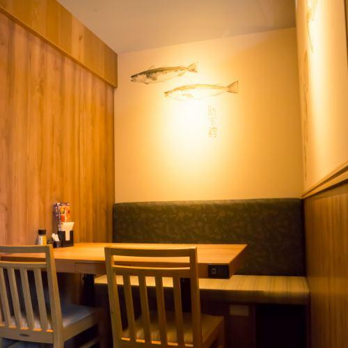 4人為小組桌單人房單邊板凳※在店內吸煙