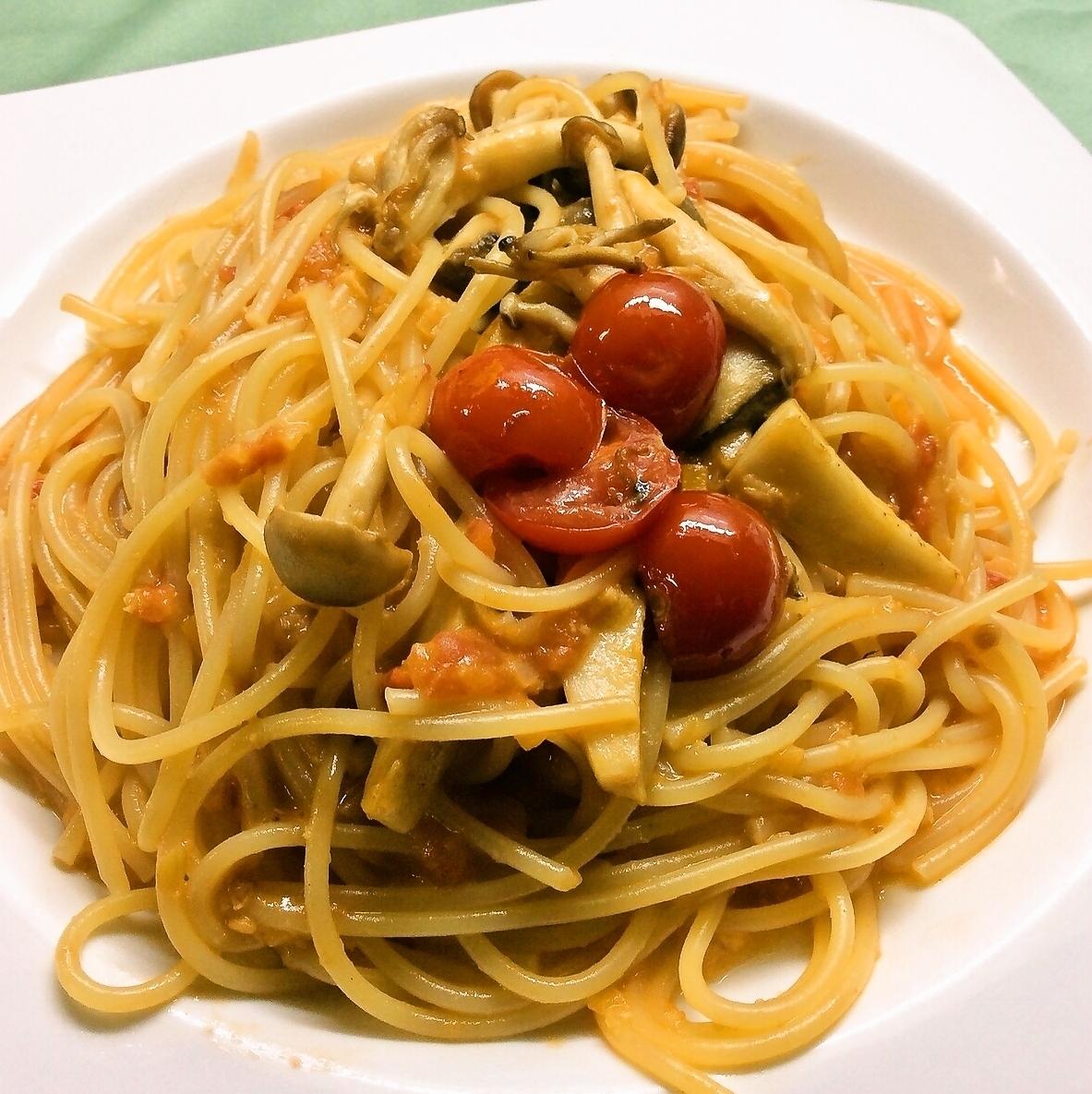 Crab and tomato cream sauce pasta