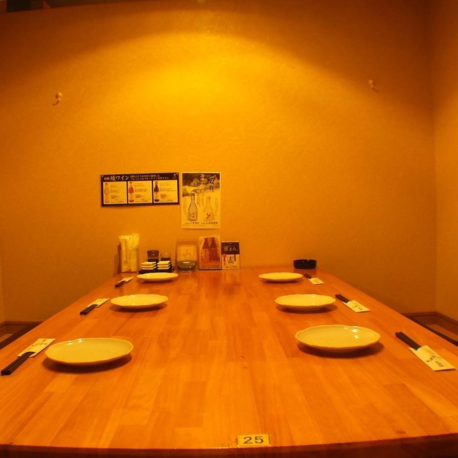 나 브라 테이블 반 개인 실도 충실! 널찍한 공간이므로 주위를 씌워 않고 느긋하게 연회가 가능하다.