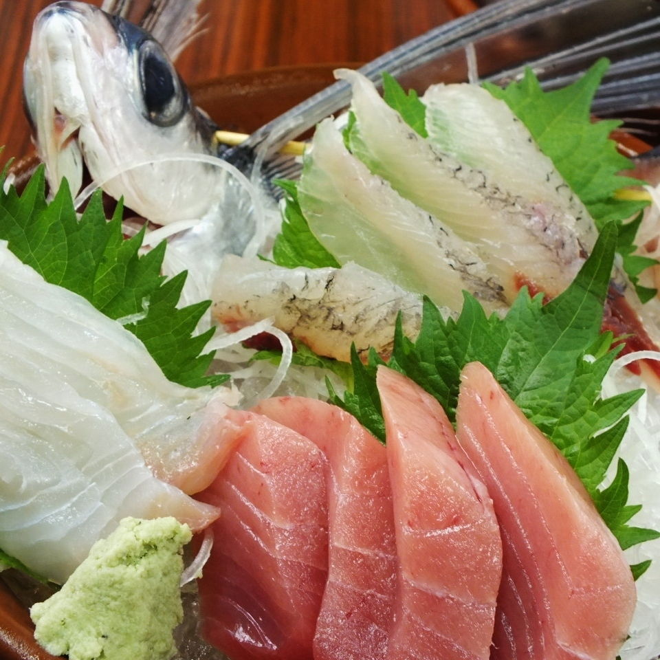 We deliver the season of the day! Sashimi 3 platter assortment
