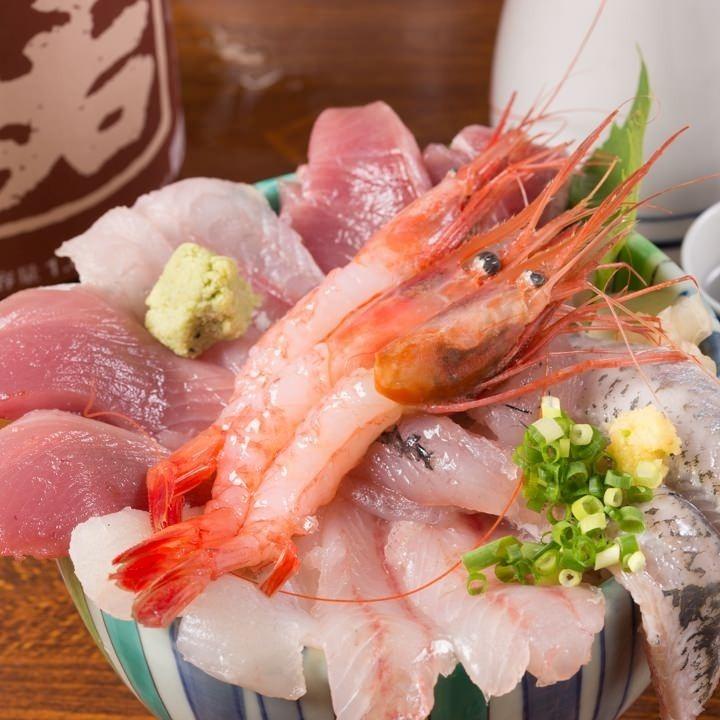 新鮮的地面魚豐富的海鮮碗