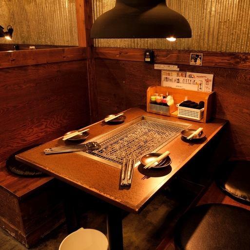 仕事帰りにもうれしい名鉄岐阜駅から徒歩3分の場所にあります!!お仕事が終わった後に上司や同僚などとの宴会はもちろん、牡蠣好き女子会やサク飲みにオススメ♪多彩なシーンにご利用いただけます★昔ながらのどこか懐かしい雰囲気なのでお気楽にお立ち寄り下さい♪焼き台の付いたテーブル席は最大20名様までOK♪