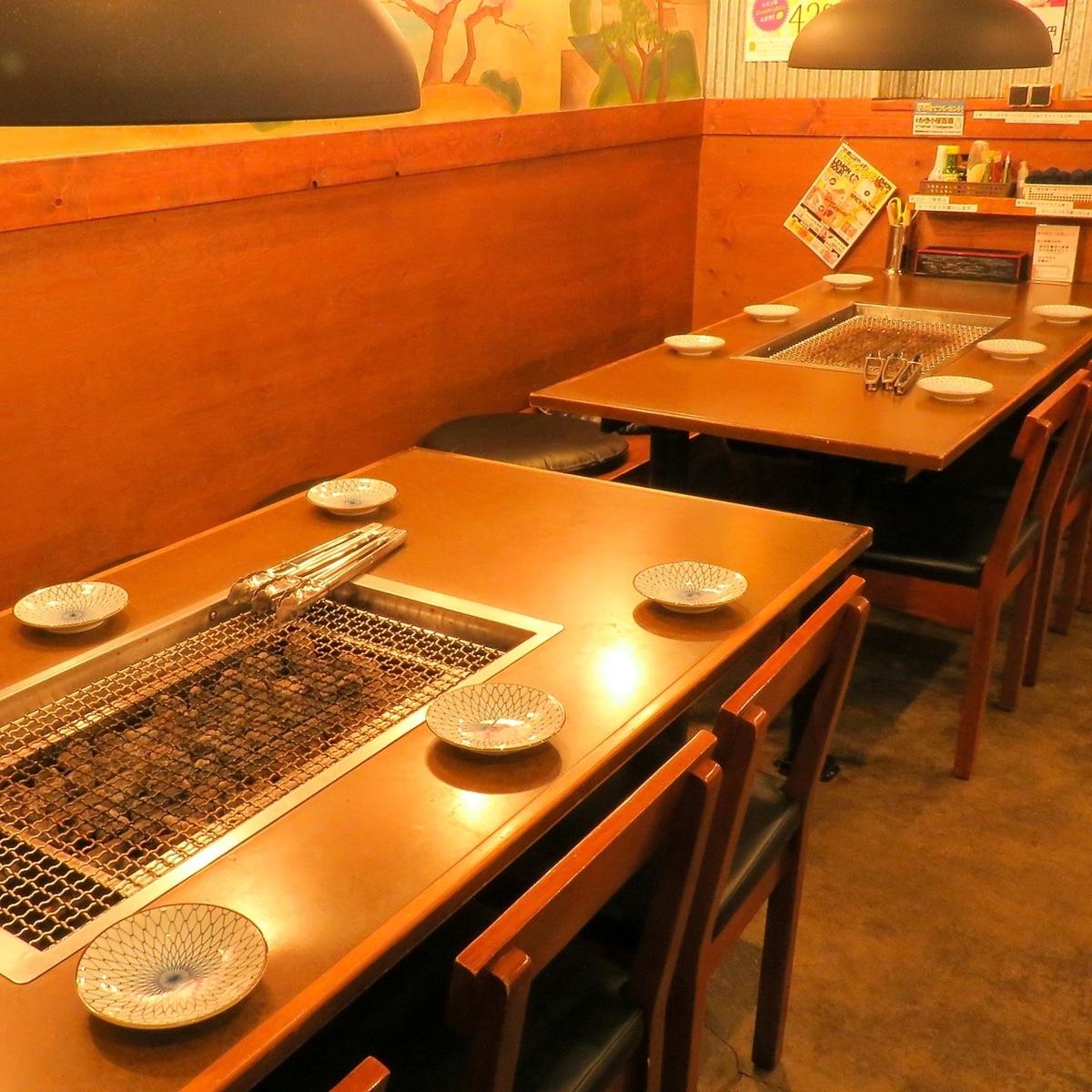 봄은 환송 영회.겨울은 忘新 연회에도 사용할 넓은 테이블 석.